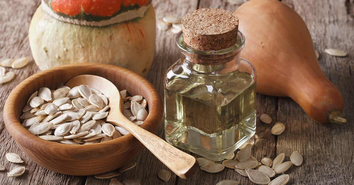 immagine che raffigura olio di semi di zucca, un ingrediente che ha effetti molto benefici sulla salute della prostata